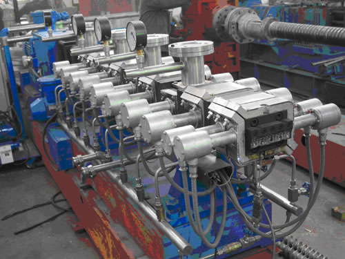 Reacting Twin-Screw Extruder